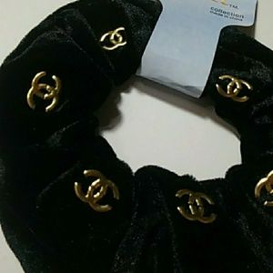 Accessories - Black& Gold Velvet Scrunchy